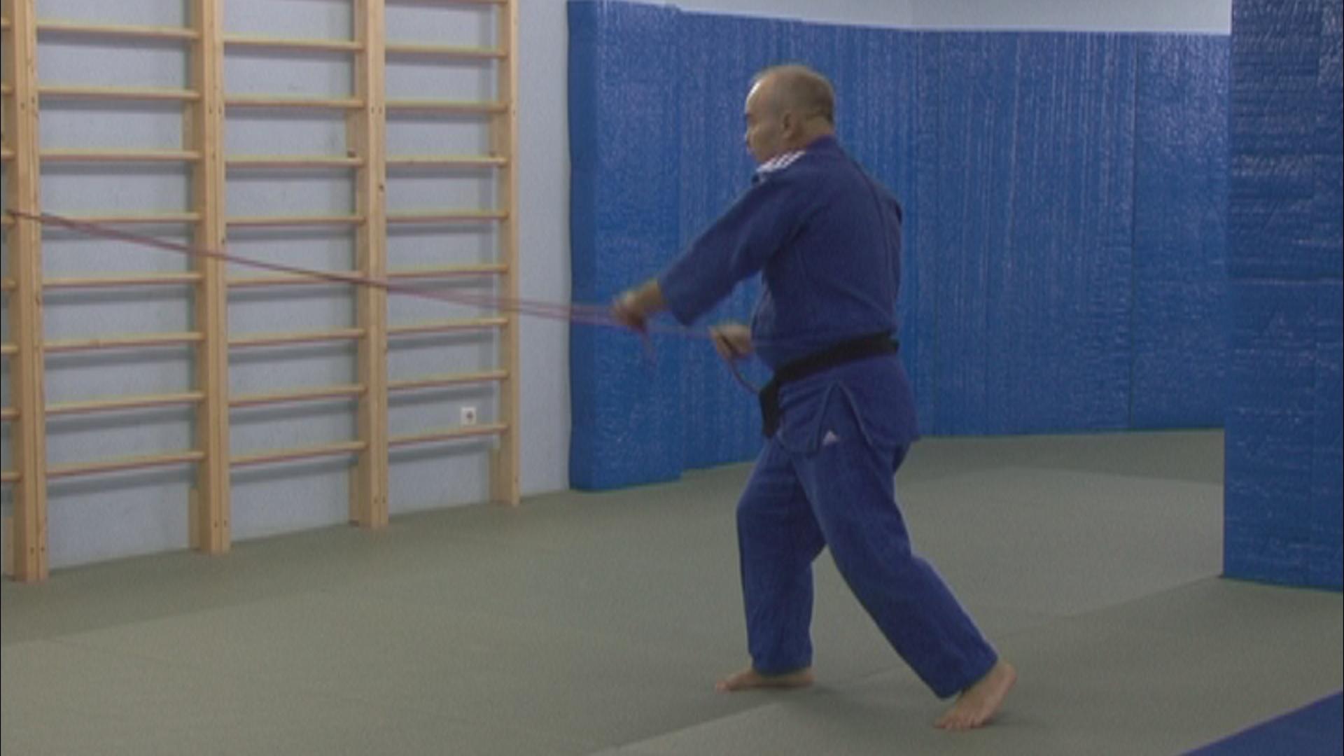 Уроки дзюдо. Тренировка с резиновым эспандером. Упражнения в летний период.